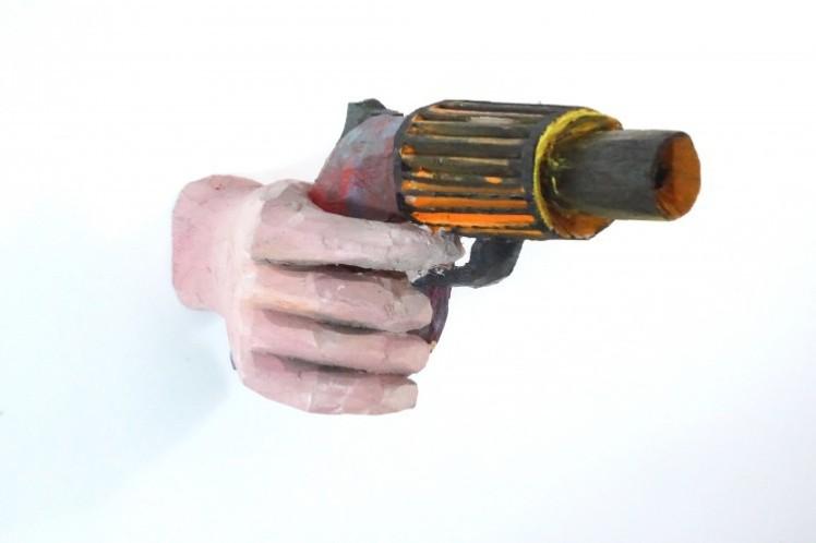 Daniel Wagenblast, Handpistole, 2013, Holz bemalt, 10 x 23 x 10 cm