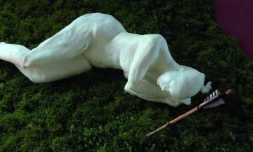 Jessica Kallage - Götze | Im Schatten der Bäume | Wachsfigur | ca.200x250x270 cm | 2011