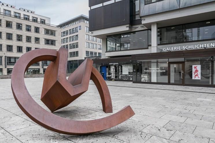 Werner Pokorny, »Haus, drehend«, 1990, Cortenstahl, 235 × 430 × 400 cm